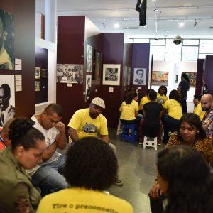 Grupo racial visita museu Afro Brasil
