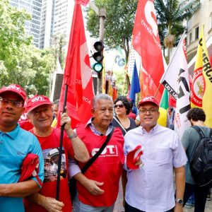 Químicos participam de ato em defesa do Ministério do Trabalho