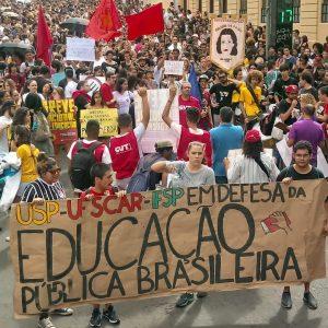 Escolas e universidades amanhecem paradas em defesa da Educação