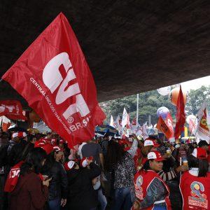 Trabalhadores ocupam ruas do país em defesa da aposentadoria e da educação
