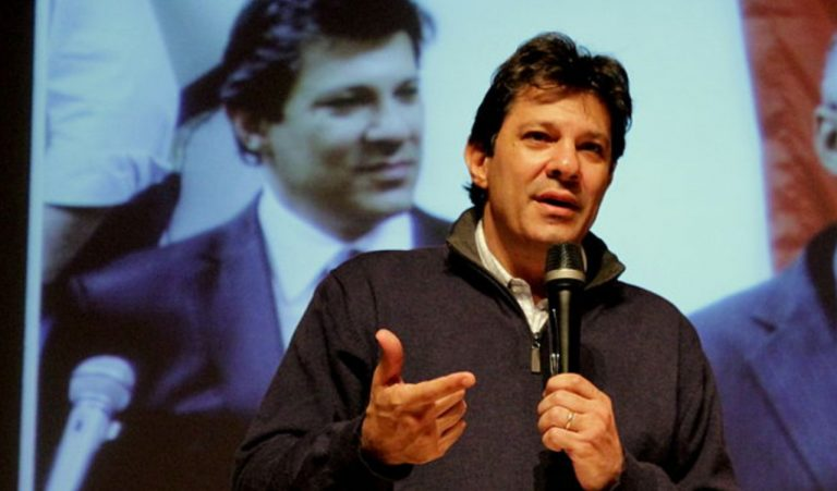 Haddad e outros políticos pedem renúncia de Bolsonaro